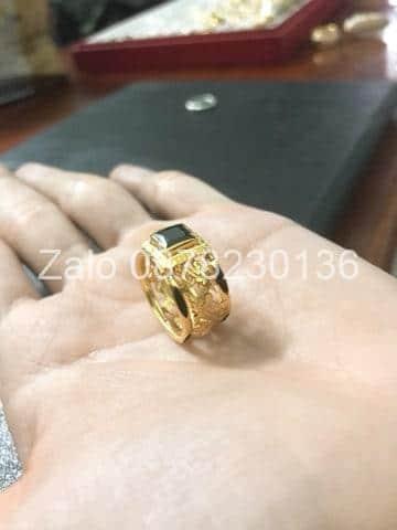 nhẫn vàng đá sapphire đen